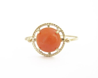 Coral ring in 18kt gold
