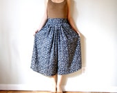 vintage women black white floral printed high waisted full midi calf long wide leg pants culottes gaucho (small, size 4 - 6)
