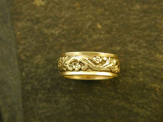 14K Gold Continuous Floral Design Wedding Ring Band