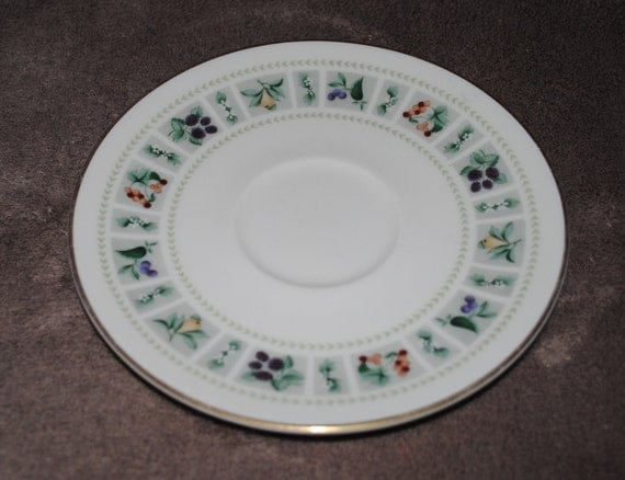 Vintage 1960s - Royal Doulton Tapestry T.C. 1024 - Fine china tea cup saucer