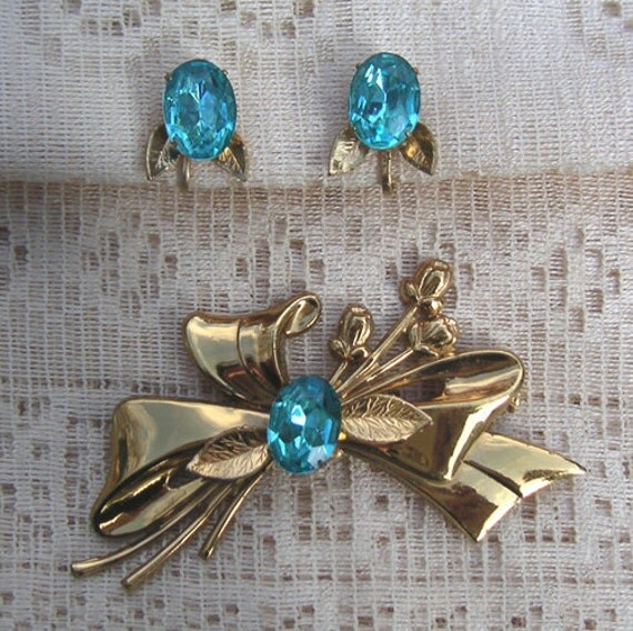 Vintage Coro Gold Tone and Aqua Rhinestone Demi Parure, Brooch and Earrings
