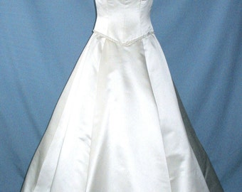 SALE A Beautiful Wedding dress by Carmela Sutera