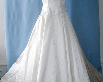 SALE This is a Gorgeous wedding dress by Carmela Sutera