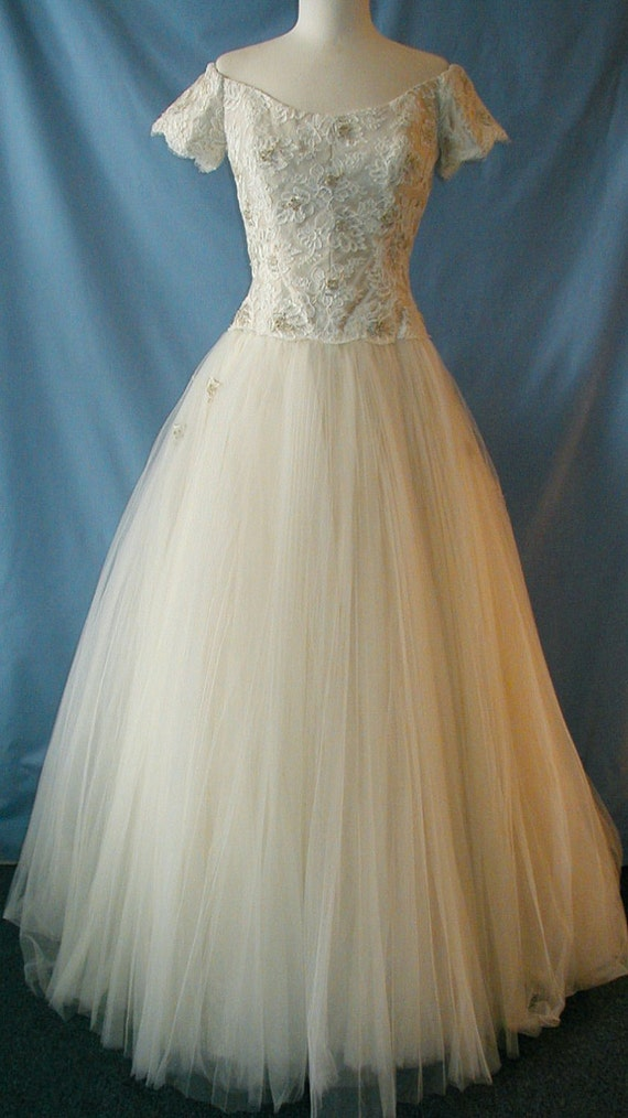Beautiful Givenchy Wedding Dress with a Tulle Skirt size 10