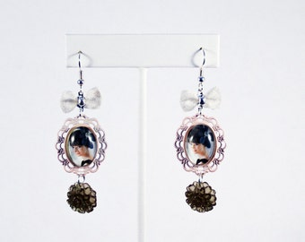 Audrey Hepburn Cameo Earrings with Sparkly Grey Mums