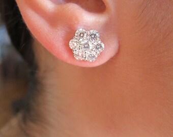 Diamonds cluster white gold earrings