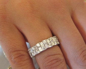 18K white gold baguett & round diamonds wedding band