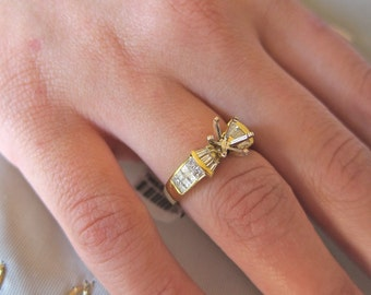 Princess cut & baguetts diamond on 18K yellow gold engagement ring