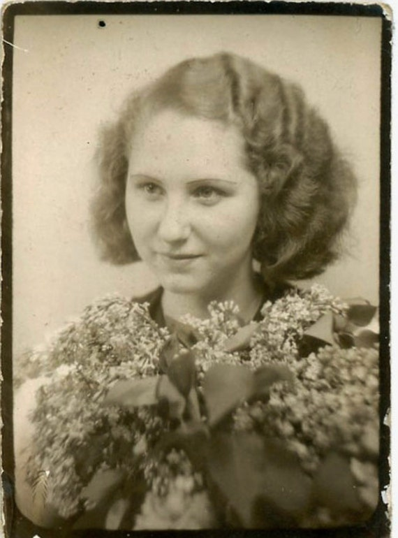 """Vintage Photo Booth Photo """"Young Woman and Flowers"""", Photography, Paper Ephemera, Antique, Snapshot, Old Photo, Collectibles - 0053"""