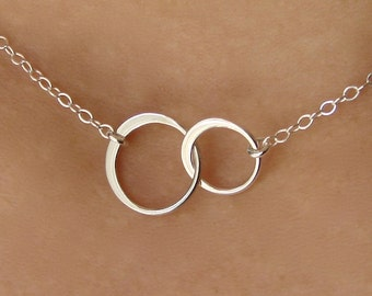 Bridesmaid Gift / Silver Circle Necklace /Wedding Jewelry / Interlocking  Double Circle / Bridesmaid / Circle Necklace