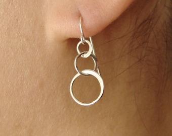 Three Linked Circles Drop Earrings in Silver, dangle earrings, interlocking entwined circles bridal wedding bridesmaid gift, W