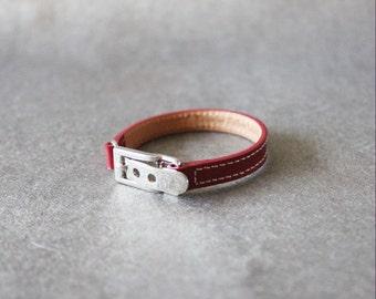 Belt Buckle Ornament Leather Bracelet(Red)