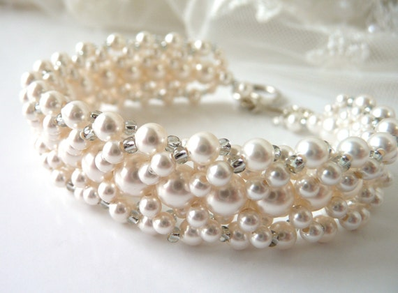 Ivory vs White Pearls Pearl Beaded Bracelet Ivory