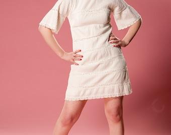 Vintage 1960s Mini Wedding Dress - Casual White Lace - Bridal Fashions