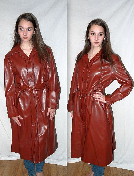 Don't wear the animals ..  vintage 70s trench coat / 1970s spy belted jacket / vegan faux leather / pleather vinyl ... M L