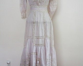 Vintage Edwardian Pale Lavender Cotton and Lace Dress, circa 1910s