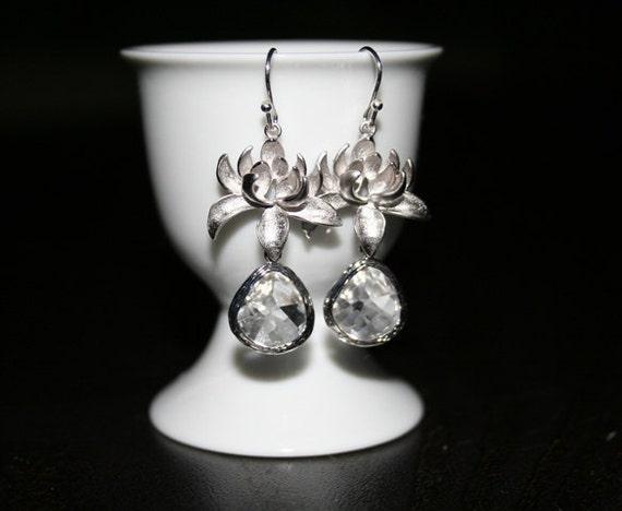 Silver Crystal Clear Earrings.Crystal Earrings. Clear Earrings.Bridesmaid Earrings.Bridal Jewelry.Wedding Earrings. Bridesmaid Gift.Delicate