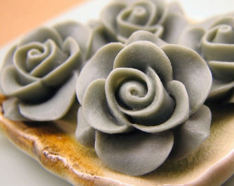 Flower Cabochons : 4 Aluminum Gray Wedding Cake Resin Roses / Resin Flower Cabochons 21mm ... Great On Bobby Pins and Rings 1.4-F4