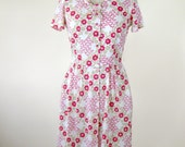 1970s Red Floral Day Dress Standup Ruffle Collar Size Small