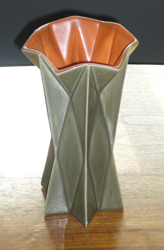 Tall 1960's Belle Kogan Prismatique Star Vase - Celadon and Mandarin - 797 - Red Wing Pottery