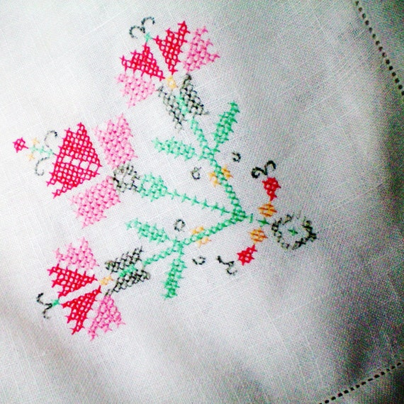 Vintage Linen Tablecloth - Carnations