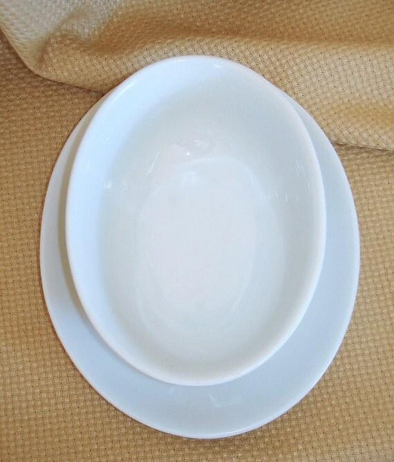 Arzberg Gravy Boat. Sauce Boat. Vintage PRICE REDUCTION. Porcelain Oval White China. Arzberg Brand Bianco Pattern Germany