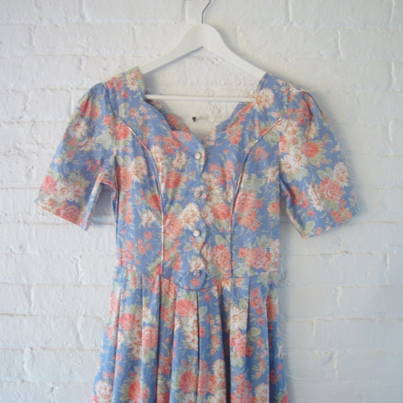 Blue Floral Fit and Flare Dress 80s Vintage Laura Ashley Small 8 12 38 Cotton Full Pleated Skirt V Back Peach Rose Print Garden Party Dress