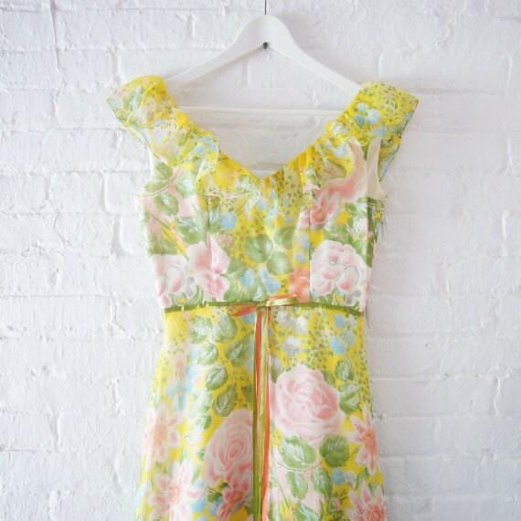 1970s Maxi Dress Vintage 60s Yellow Floral Dress Prom Dress Boho Med Summer Fashion Cotton V Back Fit Garden Party Princess Red Carpet Dress