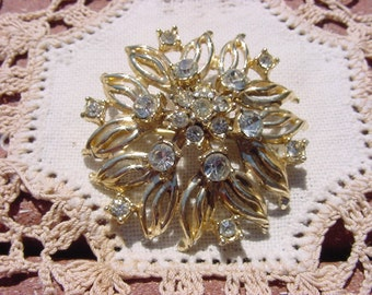 Fancy Flower Vintage Goldtone Rhinestone Brooch