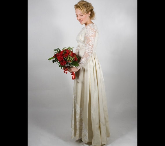 Alfred Angelo, Vintage Lace and satin 60's wedding dress, S