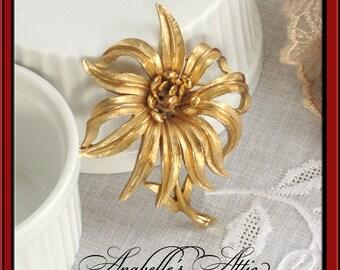 Gold Flower Pin / Vintage 1960s / Large Flower Goldtone Metal