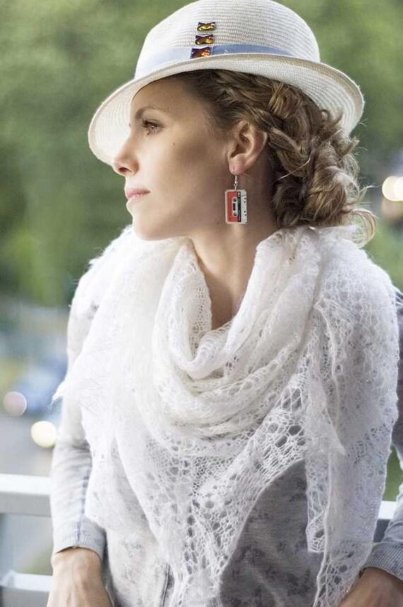 White Hand knitted shawl wedding bridal lovely handmade lace chic elegant scarf stole