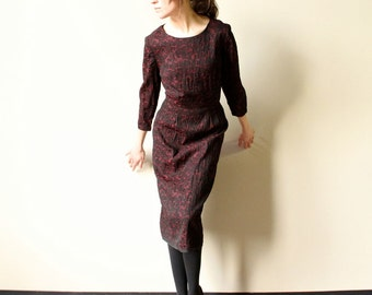 50s 60s Jacquard Wiggle Dress - Bombshell brocade party frock, tailored Mad Men era office fashion, femme fatale pin-up black & red