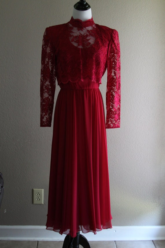 perfect fuchsia vintage dress with lace sleeves and top, charming and comes with belt - victorian style