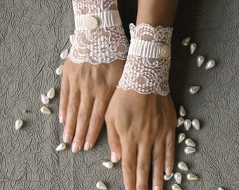 Bridal lace cuffs, wedding gloves, ivory short gloves, white lace gloves