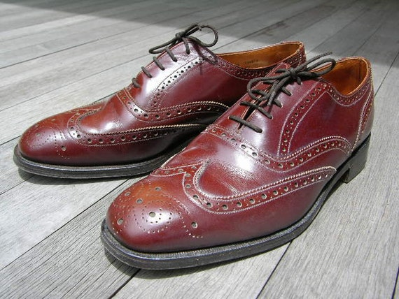 vintage 1960's -Stuart McGuire- Oxford wingtips in Chestnut. Made in England by Loake. Men's Size 9 1/2 - 10 M