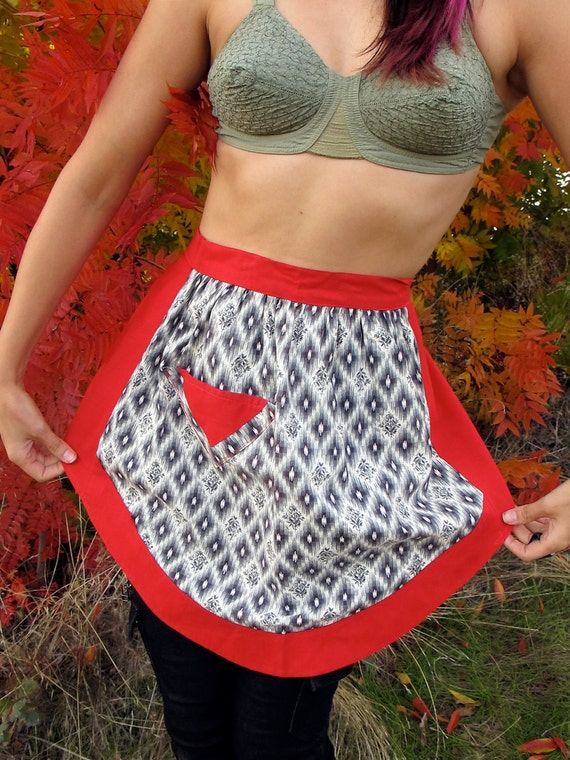 SALE Vtg 50s Apron Skirt NAVAJO / Aztec Print Vintage Eco geek zig zag quilt 1/2 bakery Handmade Handsewn