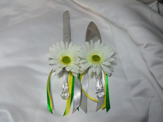 Country Wedding Cake Server Set With White Daisy Flowers Green Yellow And Silver Ribbon Cake Knife