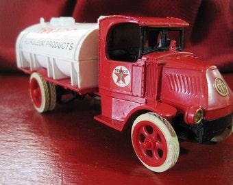 Vintage Ertl Limited Edition 1926 Mack Bull Dog Texaco  Tanker Truck Bank No.2