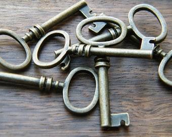 Brontë - 26 Antiqued Bronze Skeleton Key Charms Bronze Barrel Key Pendants