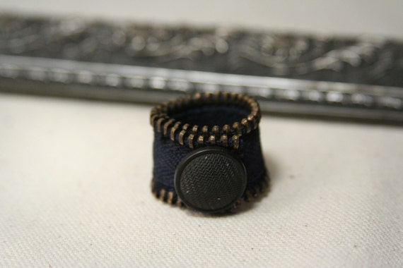 Wide zipper ring band with vintage patina button