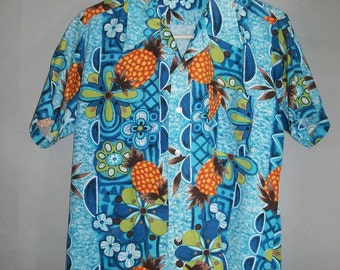 SALE  10.00***1960s Hawaiian Shirt // Hand Screened // KAMAWHANEE...medium