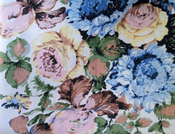 Vintage linen tablecloth -  Pretty - retro - roses - Shabby Chic