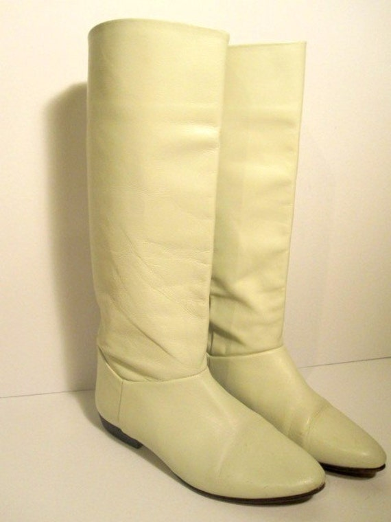 S A L E // Vintage White Leather Slouchy Boots Size 6.5
