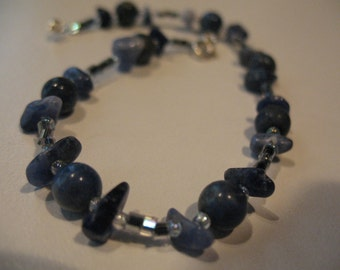 Saphyra dream in lapis lazuli and graphite glass beads anklet.