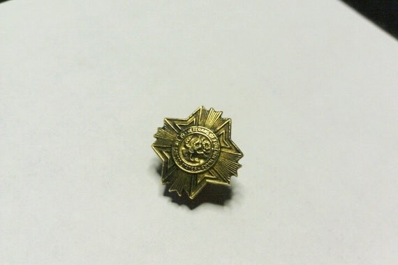 Vintage Veterans of Foreign Wars Screw On Pin