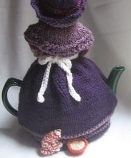 Free Patterns For Loom Knitting : Grandma and Her Cat Tea Cosy KNITTING PATTERN pdf file by