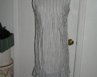 SALE ADORABLE VINTAGE 1960's Seersucker Dress Shift Style Mini Grey Stripe