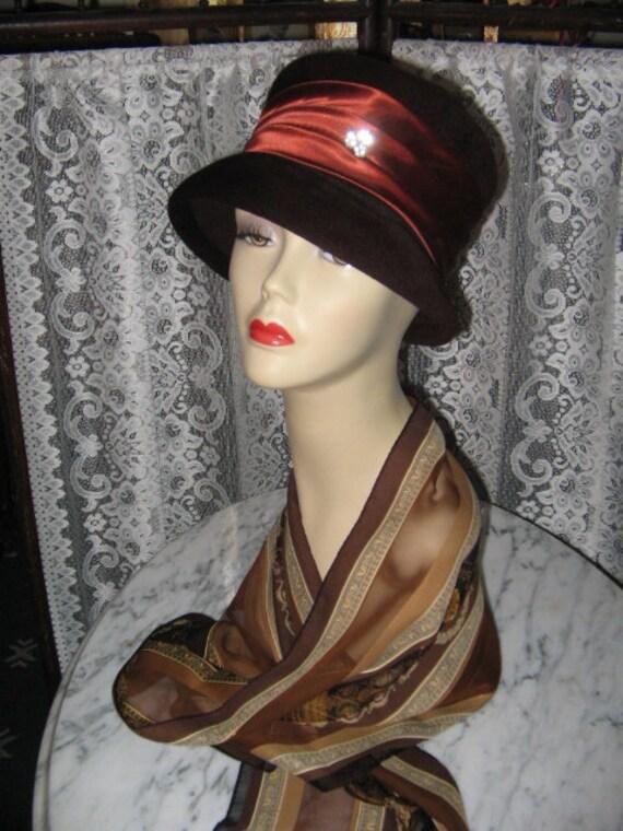 ELEGANT VINTAGE CLOCHE Style Hat Brown Velour 1960's Mod