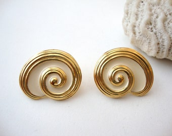 Shell Earrings : Round Snails vintage gold tone and ivory snail shell clip on earrings